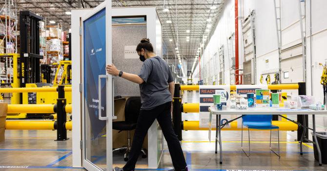 """Amazon поставил """"будки для медитации"""" для отдыха своих сотрудников"""