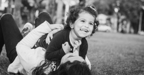 Як на формування дівчинки впливає нарцистична матір