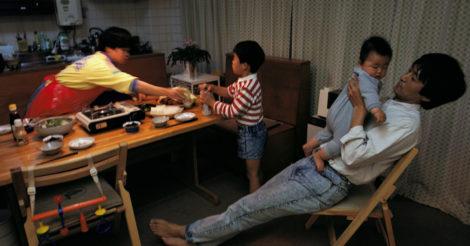 В Японии мужчин будут отправлять в обязательный декретный отпуск