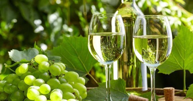 5 белых украинских вин для идеальных летних вечеров