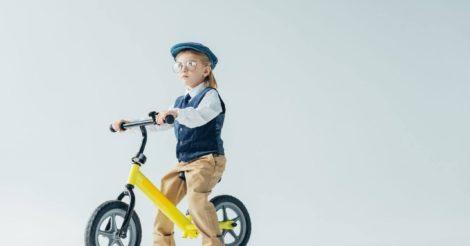 Велосипед с ручкой: транспорт, который удобен малышам и родителям