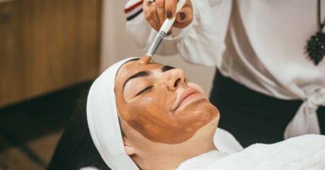 МОЗ определится, какие косметологические процедуры нельзя будет предоставлять без диплома врача