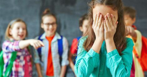 Булінг у школі: як розпізнати, що робити та куди звертатися
