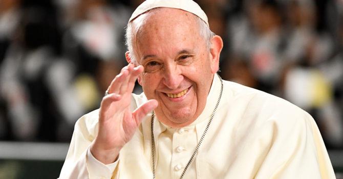 Школьницу из Луцка наградил дипломом Папа Римский