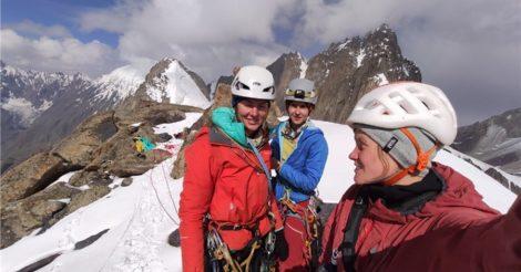 Группа альпинисток стала первой, кто поднялся на сложный пик в Кыргызстане