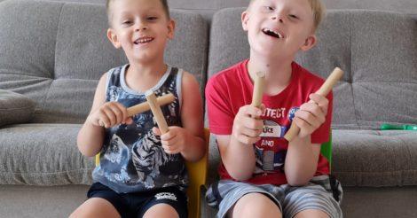 В Україні запрацював проєкт, в рамках якого дітей з синдромом Дауна та їхніх братів і сестер навчатимуть музиці онлайн