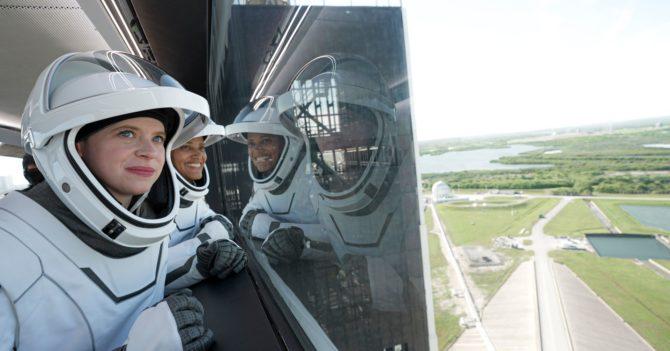 SpaceX отправила в космос гражданский экипаж: это впервые