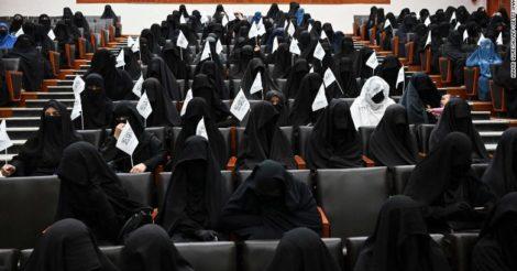 Женщины Афганистана начали флешмоб против дресс-кода, установленного Талибаном