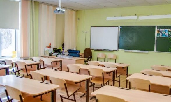 Только в 7 школах Киева вакцинировано 100% персонала